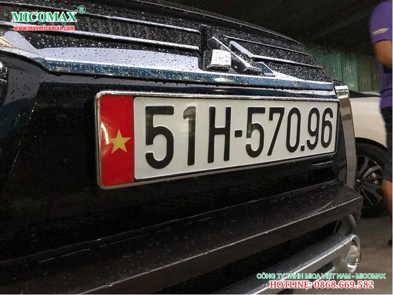 Khung biển số cờ dùng cho xe Mitsubishi