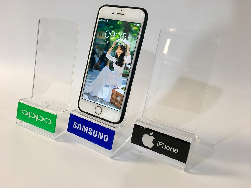 kệ mica trưng bày điện thoại