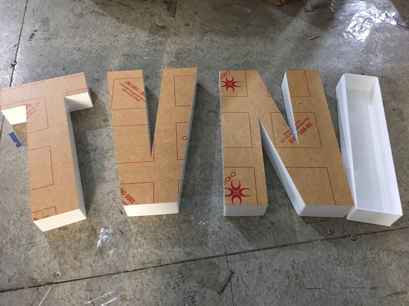 cắt chữ mica tại hòa bình